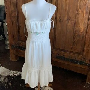 nwot laundry white lined dress with embroidery